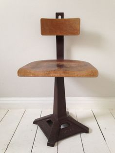 1 x Vintage Industrial SINGER Office Desk Swivel Stool Chair