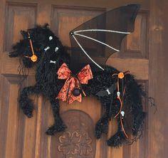 Horse Wreath/Horse Head Wreath/Halloween Horse Halloween 2020, Halloween Night, Halloween Crafts, Halloween Decorations, Halloween Wreaths, Halloween Ideas, Wreath Crafts, Fun Crafts, Wreath Ideas