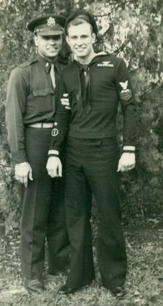 Vintage photographs of gay and lesbian couples and their stories. Couples Vintage, Cute Gay Couples, Couples In Love, Lesbian Couples, Marin Vintage, Vintage Love, Vintage Men, Retro Men, Vintage Photographs