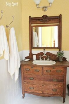 Choose Antique Farmhouse Bathroom Design in every home - Wohnwelt - Bathroom Decor Bathroom Sink Units, Wood Bathroom, Small Bathroom, Bathroom Ideas, French Bathroom, Design Bathroom, Bathroom Cabinets, Brown Bathroom, Bathroom Hardware