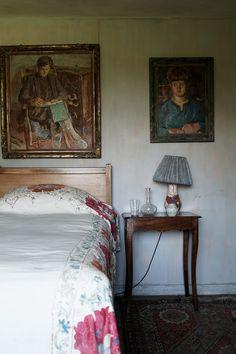 Inside Charleston | Life In Squares BBC | Bloomsbury Group (houseandgarden.co.uk)