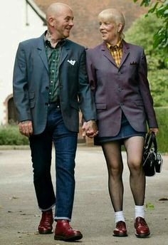True 'Skinhead' love never dies…this is all I've ever wanted. Is this type of love even real? Skinhead Girl, Skinhead Fashion, Punk Fashion, Skinhead Style, Skinhead Clothing, Teddy Boys, Dr. Martens, Punk Mode, Attitude