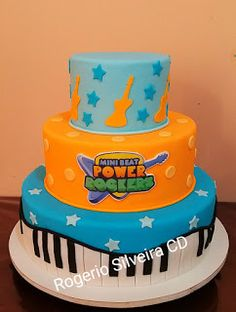 Rogerio Cake Designer: Bolo Cake Mini Beat Power Rockers Bolo Musical, Baby Beat, Rocket Cake, Bolo Cake, Baby Rocker, Music Party, Baby Birthday, Rockers, Cake Smash