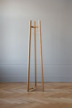 Furniture Making, Cool Furniture, Furniture Design, Free Standing Coat Rack, Plywood Projects, Hallway Furniture, Coat Stands, Diy Holz, Home Accessories