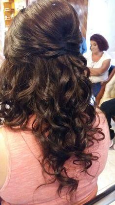 Peinado con tupé, cree y rizos.  Por DaliMulChic.