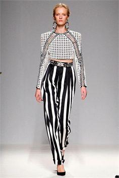 Pantaloni a vita alta - Vogue.it