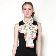 Elegantný-dámsky-hodvábny-šál-s-motívom-farebného-peria-2