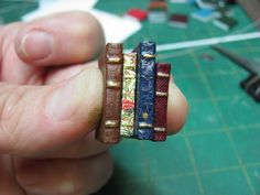 Dollhouse Miniature Furniture - Tutorials how to make a stack of mini books. Fantastic blog completely devoted to miniature tutorials - this guy is amazing!