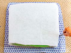 Looking for an easy way to make affordable chair cushions and covers for dining chairs? This tutorial will show you how to make dining chair cushions that are easy using sew and no-sew methods. Kitchen Chair Pads, Living Room Cushions, Dining Room Chair Cushions, Kitchen Chairs, Dining Chairs, Diy Kitchen, Seat Cushions, Kitchen Decor, Chair Cushion Covers