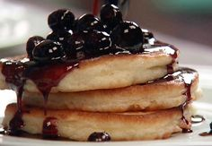 American Pancakes  American Pancakes with simple ingredients and easy to prepare. can be serve with bananas, yogurt, strawberry jam or honey. This type of pancakes are great for breakfast. These pancakes served with a cup of milk will give you the energy for the whole day.