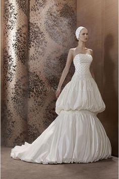 Pronuptia Paris robes de mariée taffetas traîne chapelle perles sans bretelles