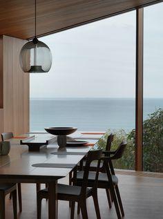 John Wardle's Fairhaven Beach #House wraps a courtyard and stretches towards the ocean
