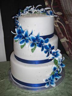 royal blue, teal and purple wedding cake | photo