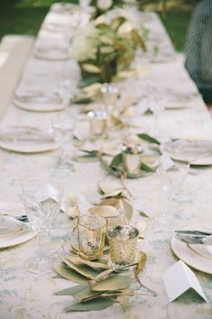 gold and green elements to create natural tablescape #weddingreception #tabledecor #weddingchicks http://www.weddingchicks.com/2014/01/28/natural-gold-wedding-ideas/