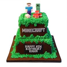 Minecraft cake topped with little fondant figurines including Steve, Creeper, Enderman and more. Birthday cakes serving the Toronto area. Minecraft Cupcakes, Minecraft Birthday Cake, Minecraft Party, Mindcraft Cakes, Bolo Panda, Custom Birthday Cakes, Cake Birthday, Square Cakes, Cake Servings