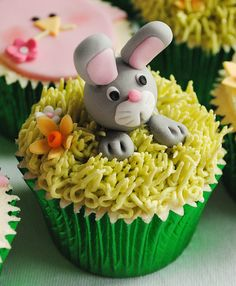Easter Bunny Cupcake coming out of his hole Easter Bunny Cupcakes, Easter Cookies, Easter Treats, Cupcake Cookies, Spring Cupcakes, Fancy Cupcakes, Cupcakes Kids, Rabbit Cake, Fairy Cakes