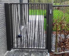 Poorten Realisaties - poorten   Herco Limburg House Gate Design, Fence Design, Door Design, Exterior Sliding Barn Doors, Stair Railing Design, Steel Fence, Garden Fencing, Back Gardens, Outdoor Structures