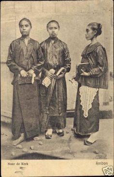 Ambonese women going to church, Maluku. Date unknown. Vintage Posters, Vintage Images, Maluku Islands, Indonesian Women, Unity In Diversity, Dutch East Indies, Time Photo, Makassar, Bodo