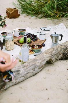 Picnic on a beach / Marta Greber Breakfast Picnic, Perfect Breakfast, Breakfast On The Beach, Beach Picnic, Summer Picnic, Comida Picnic, Picnic Time, Picnic Dinner, Picnic Parties