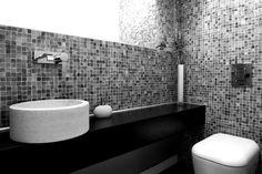 απλότητα, υψηλή αισθητική και λειτουργικότητα στο μπάνιο μονοκατοικίας στο Π. Ψυχικό