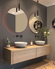 modern bathroom with floating vanity and twin sinks Modernes Badezimmer mit schwimmendem Waschtisch und zwei Waschbecken – Modern Bathroom Design, Bathroom Interior Design, Bathroom Designs, Interior Modern, Spa Interior, Toilet And Bathroom Design, Interior Colors, Interior Ideas, Kitchen Design