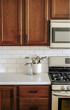 A kitchen remodel with wood cabinets and white countertops. This kitchen makevoe. A kitchen remodel with wood cabinets and white countertops. This kitchen makevoer reveal has the cutest kitchen decor ideas! White Countertops, Kitchen Decor, Interior Design Kitchen, Kitchen Interior, Home Kitchens, Kitchen On A Budget, New Kitchen Cabinets, Kitchen Remodel, Budget Kitchen Makeover