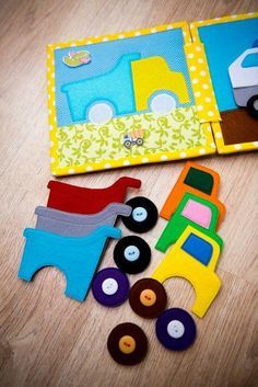 48 Ideas Baby Diy Sewing Quiet Books For 2019 sew einfach clothes crafts for beginners ideas projects room Diy Quiet Books, Baby Quiet Book, Felt Quiet Books, Quiet Book Templates, Quiet Book Patterns, Baby Crafts, Felt Crafts, Fabric Crafts, Silent Book
