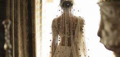 Linda história de amor eternizada no bordado do traje nupical - eNoivado