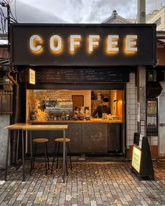 Cafe Shop Design, Small Cafe Design, Store Design, Kiosk Design, Small Coffee Shop, Coffee Store, Japanese Coffee Shop, Coffee Restaurants, Pub Decor