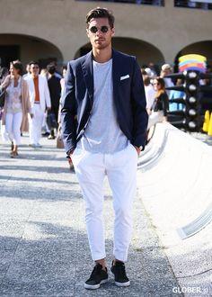 ネイビージャケット,グレーTシャツ,白パンツ,メンズファッションコーデ着こなし
