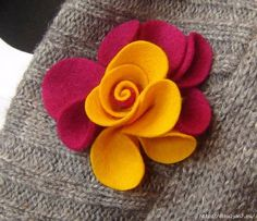 Cloth Flowers, Felt Flowers, Fabric Flowers, Paper Flowers, Felted Wool Crafts, Felt Crafts, Fabric Crafts, Fabric Brooch, Felt Brooch