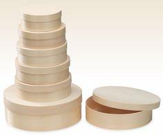 """Kleine Geschenke lassen sich wunderbar in den Spandosen oder Spanschachteln verpacken. Auch werden die Holzdosen gerne als """"Schatzkistchen"""" für Erinnerungsstücke genutzt. Die Verpackungen aus Holz gibt es in Verschiedenen Formen. Leaving Gifts, Tiny Gifts, Wooden Crates, Boxes, Packaging"""