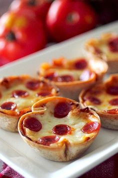 20 quick and easy appetizers that you can make in a muffin tin Meat Appetizers Appetizers Appetizers keto Appetizers parties Appetizers recipes Pizza Appetizers, Appetizers For Party, Appetizer Recipes, Freezable Appetizers, Christmas Eve Appetizers, Kid Friendly Appetizers, Healthy Appetizers, Deep Dish, Muffin Tin Recipes