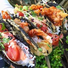 Sushi burgers and burritos are so last year, people. Our latest food hybrid obsession? Because why choose between your two favorite cuisines for Sushi Recipes, Asian Recipes, Dinner Recipes, Healthy Recipes, Healthy Food, I Love Food, Good Food, Yummy Food, Sushi Taco