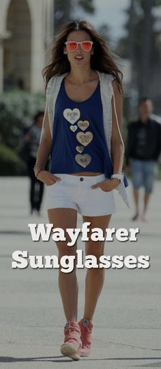 Glam Up Your Casual Look With The Wonderful Wayfarer Sunglasses Mens Fashion Suits, Fashion Outfits, Fashion Tips, Fashion Styles, Women's Fashion, Dapper Gentleman, Gentleman Style, Burberry Men, Gucci Men