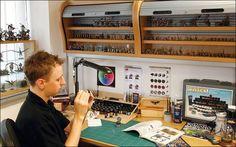 Modelling - Work Stations & Tools: Painting table/station with retractable shelves. Painting Station, Artist Workspace, Hobby Desk, Model Shop, Workshop Organization, Desk Setup, Model Building, Working Area, Game Room