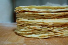 I like flour tortillas, Dave likes corn. But I think he could be swayed with these homemade flour tortillas. Recipes With Flour Tortillas, Fresh Tortillas, Homemade Flour Tortillas, Good Food, Yummy Food, Healthy Food, Tortilla Recipe, Our Daily Bread, Food Reviews