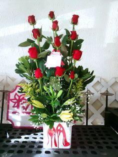 Para seguir con el #felizmiercoles, se va este diseño de 12 rosas, hagamos sonreir a una afortunada chica!
