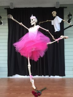 Baxter Skeletons - She really spins!!  Awesome!  The Prima Ballerina Assoluta is Dancing to Tchaikovsky's Swan Lake! An inspiring duet! Pirouette form – on pointe and don't get me started about his hang time on those leaps. Epic! A more beautiful ballet has never been performed in  Baxter Village, on a porch, by two classically-trained skeletons. Bravo!! The crowd has been on their feet all day!