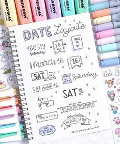 date layout ideas for bullet journal – – idee per il layout della data per il journal bullet – – 20 idee per il layout del journal bullet con cuiBullet Journal Layout Ideas per principianti ed idee per il layout del journal bullet con cui Bullet Journal Inspo, Bullet Journal Titles, Bullet Journal Banner, Journal Fonts, Bullet Journal Notebook, Bullet Journal Aesthetic, Art Journal Pages, Bullet Journals, Drawing Journal