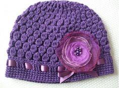 mischca / Tmavo-fialová čiapočka s organzovým kvetom