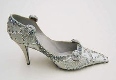 Beautiful Evening Shoes, 1950s, House of Dior. #vintage #fashion #shoes