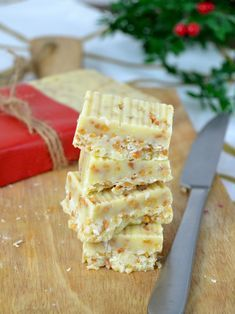 Condensed milk and white chocolate nougat Super easy! - Nougat of condensed milk and white chocolate - Raw Food Recipes, Sweet Recipes, Dessert Recipes, Healthy Smoothies, Smoothie Recipes, Decadent Cakes, Chocolate Sweets, Snacks, Different Recipes