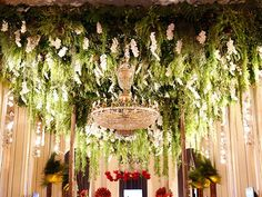 Festa de Babilônia tem decoração luxuosa com direito a 10 mil flores → #redeglobo #gshow #decoração