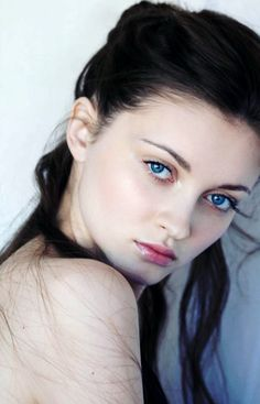 Blue eyes, fair skin, dark hair. Kinda I was just looking for a skin color but this really does work