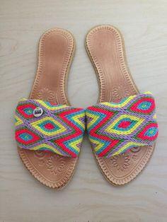 Morado Sandals Wiggly Crochet, Crochet Flip Flops, Cool Style, My Style, Handmade Bags, Flip Flop Sandals, Vintage Dresses, Slippers, Shoes
