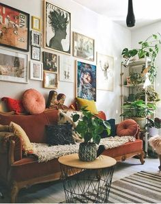Eclectic Living Room Designs Incorporating Beautiful Mix of Interior Arts - Most creative decoration list Eclectic Living Room, Home Living Room, Apartment Living, Apartment Ideas, Living Room With Plants, Living Room Warm Colors, Hippie Apartment Decor, Earthy Living Room, Bohemian Living Spaces