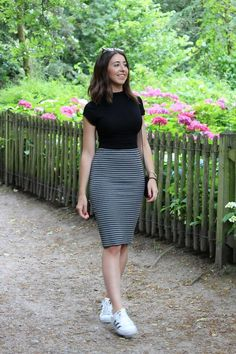 Trendiest women business skirt outfits modest you need to know 51 - Outfit ideas - Roupas Skirt Outfits Modest, Pencil Skirt Outfits, Casual Work Outfits, Classy Outfits, Summer Outfits, Cute Outfits, Modest Wear, Pencil Skirts, Striped Skirt Outfit