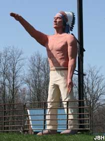 Big Indian @ Seneca Reservation (Irving, NY) I make sure to note every time I pass by this guy on a trip! Seneca Indians, American Indians, Seneca Nation, Niagara Falls Ny, Buffalo New York, Home Of The Brave, Smoke Shops, Roadside Attractions, My Heritage