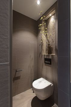 Small Toilet Room, Small Bathroom With Shower, Bathroom Design Luxury, Bathroom Interior, Bad Inspiration, Bathroom Inspiration, Black Toilet Paper, Bad Styling, Downstairs Toilet